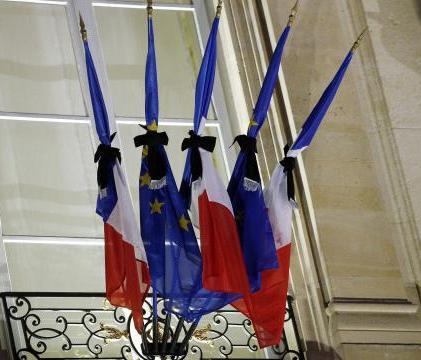 151113- drapeaux en berne